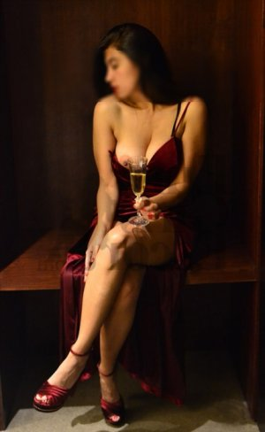 Veroniqua live escort