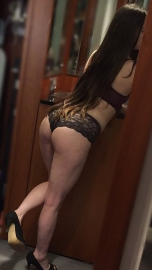 Marie-elisabeth escort in Harper Woods Michigan